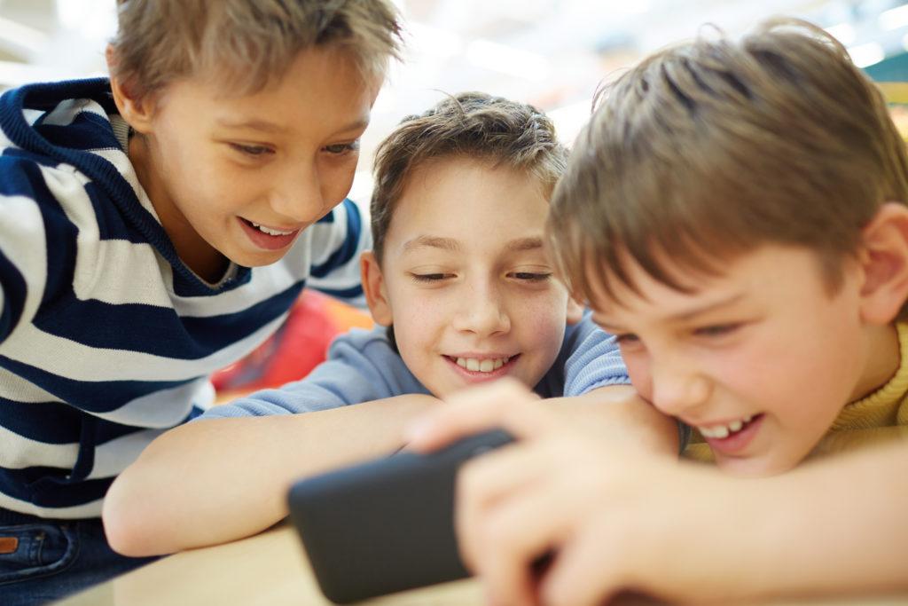 Primerizos digitales A qué edad le dejo el móvil a mi hijo